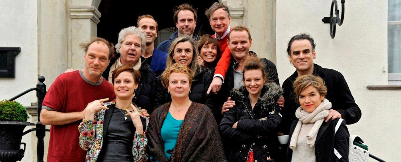 """Das Ensemble von """"Wellness für Paare"""" – Bild: WDR/RIVA"""