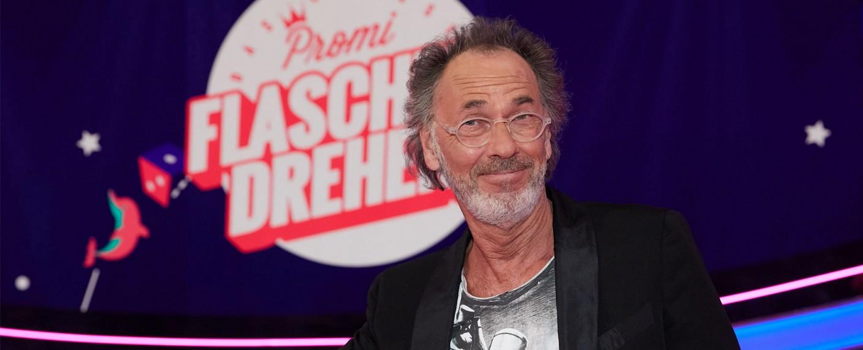 """""""Das große Promi Flaschendrehen"""" mit Hugo Egon Balder – Bild: Sat.1/Guido Engels"""