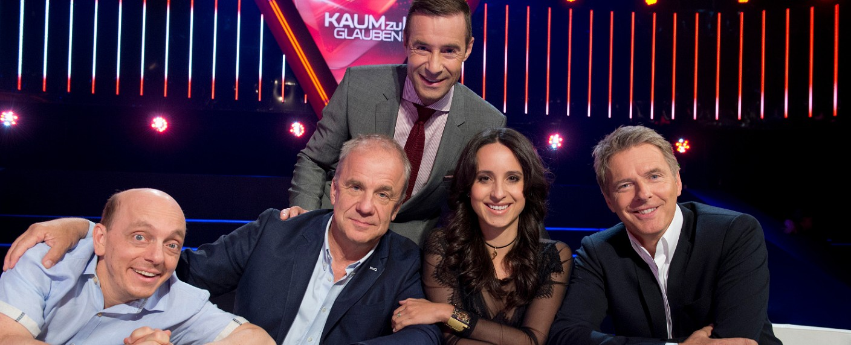 "Das ""Kaum zu glauben!""-Team: (v. l.) Bernhard Hoëcker, Hubertus Meyer-Burckhardt, Kai Pflaume, Stephanie Stumph und Jörg Pilawa – Bild: NDR/Thorsten Jander"