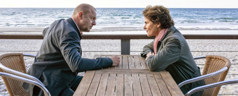 """""""Das Mädchen am Strand"""" mit Heino Ferch und Barbara Auer – Bild: ZDF/Marion von der Mehden"""