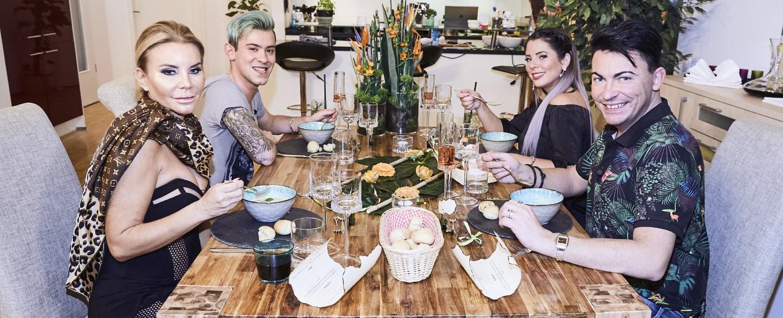"""""""Das perfekte Dschungel Dinner"""" mit Tatjana Gsell, Daniele Negroni, Jenny Frankhauser und Matthias Mangiapane (v.l.n.r.) – Bild: MG RTL D / Severin Schweiger"""