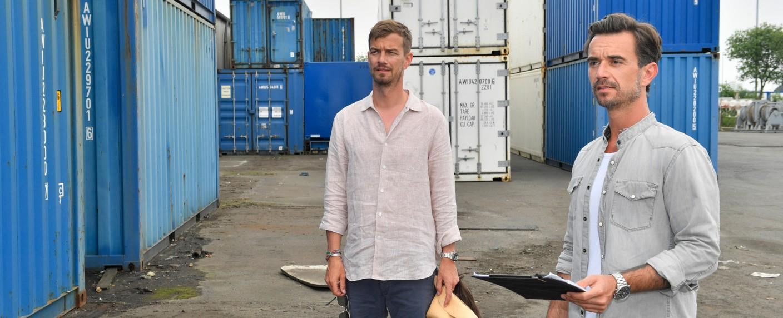 """""""Das Traumschiff"""": Kapitän Prager (Florian Silbereisen) und sein Bruder Moritz (Joko Winterscheidt) waren am 2. Weihnachtsfeiertag nicht einzuholen – Bild: ZDF/Dirk Bartling"""