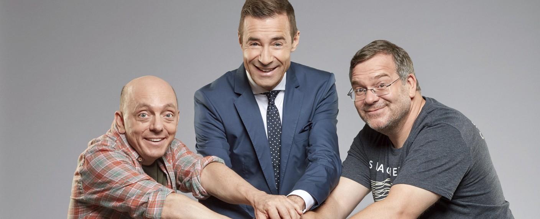"""Das """"Wer weiß denn sowas?""""-Trio: Bernhard Hoëcker, Kai Pflaume und Elton – Bild: ARD/Thomas Leidig"""