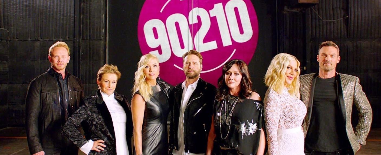 """Der Cast von """"BH90210"""": Ian Ziering, Gabrielle Carteris, Jennie Garth, Jason Priestley, Shannen Doherty, Tori Spelling und Brian Austin Green – Bild: FOX/YouTube"""