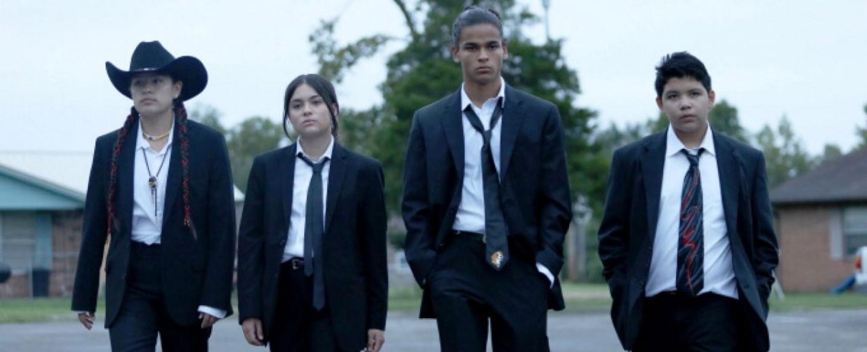 "Der Cast von ""Reservation Dogs"": (v. l.) Paulina Alexis, Devery Jacobs, D'Pharaoh Woon-A-Tai und Lane Factor – Bild: Courtesy of FX"