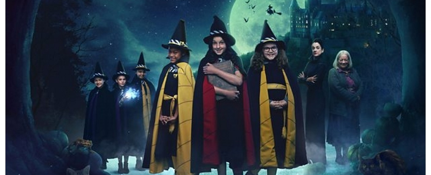 "Der Cast der Neuverfilmung von ""The Worst Witch"" – Bild: CBBC"