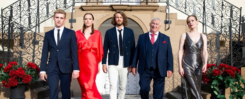 """Der Hauptcast von """"Verbotene Liebe – Next Generation"""" – Bild: TVNOW/Julia Feldhagen"""