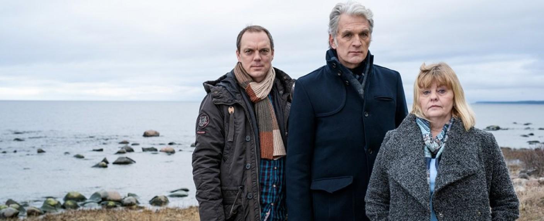"""""""Der Kommissar und das Meer"""": (v. l.) Andy Gätjen, Walter Sittler und Inger Nilsson – Bild: ZDF/Marion von der Mehden"""