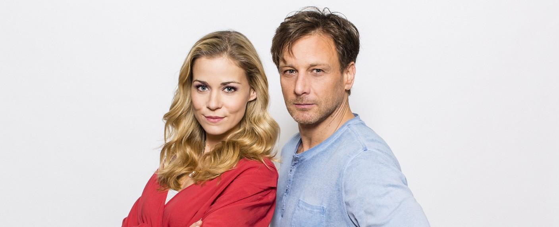 """""""Der Lehrer"""": Stefan Vollmer (Hendrik Duryn) und Karin Noske (Jessica Ginkel) – Bild: RTL/Frank Dicks"""