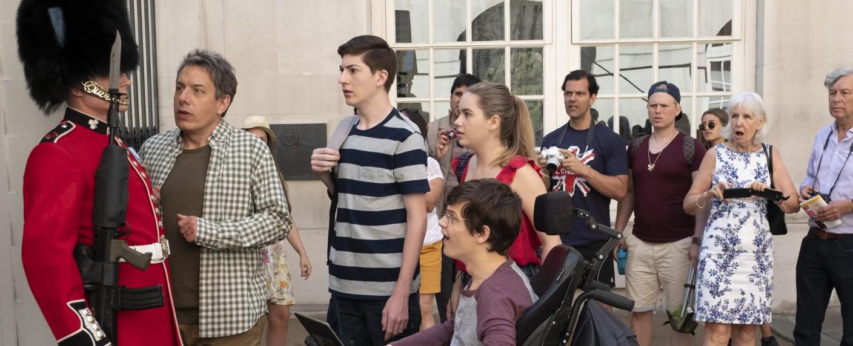 """Die DeMeos besuchen im Auftakt der dritten Staffel von """"Speechless"""" London – Bild: ABC/Angus Young"""