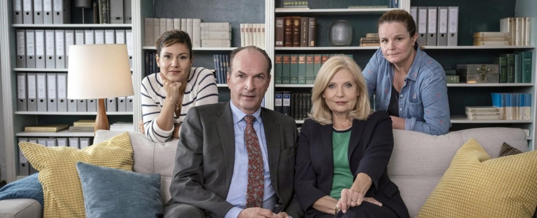"""""""Die Kanzlei"""": Sophie Dal, Herbert Knaup, Sabine Postel und Katrin Pollitt (v.l.n.r.) – Bild: ARD/Georges Pauly"""