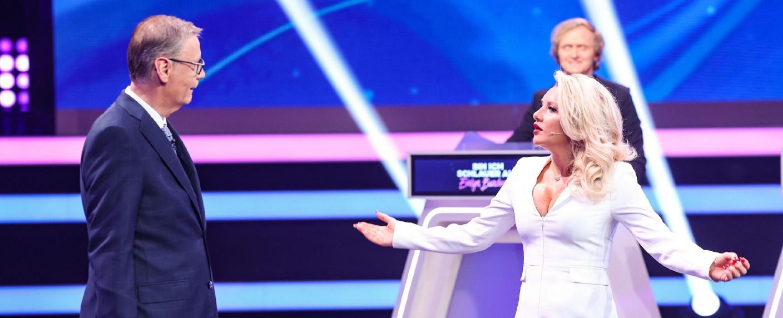 """Die meisten jungen Zuschauer entscheiden sich zur Primetime am Freitag für """"Bin ich schlauer als Evelyn Burdecki?"""" – Bild: TVNOW / Frank Hempel"""