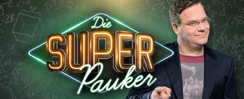 "Elton präsentiert ""Die Superpauker"" – Bild: NDR/Thomas Leidig"