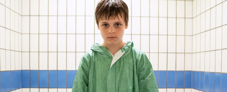 """Emmy-Gewinner: Kinderdarsteller Billy Barratt in """"Responsible Child"""" – Bild: BBCTwo"""
