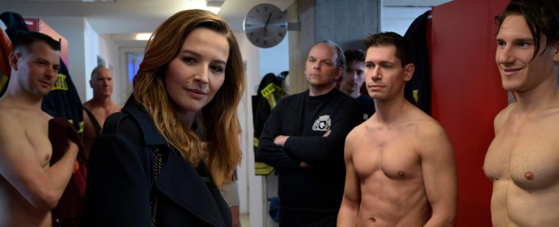 Eva Jordan auf Gleichstellungsmission bei der Feuerwehr – Bild: Joyn/ProSieben/Christiane Pausch