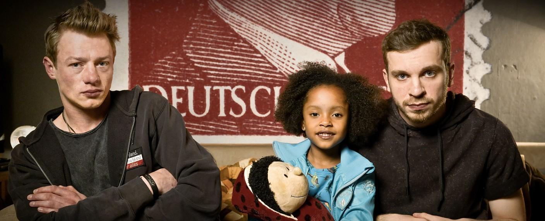 """""""Familie Braun"""": Vincent Krüger, Nomie Laine Tucker und Edin Hasanovic (v.l.n.r.) – Bild: ZDF/Christiane Pausch"""
