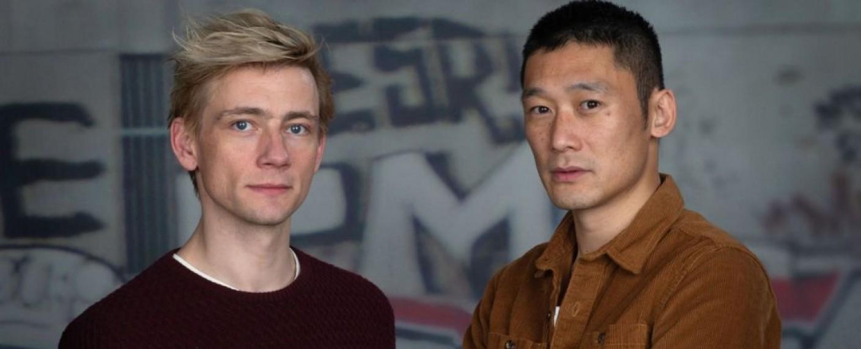 """""""Follow the Money"""": Thomas Hwan (r.) und Esben Smed (l.) sind die Hauptdarsteller der dritten Staffel – Bild: Danmarks Radio"""