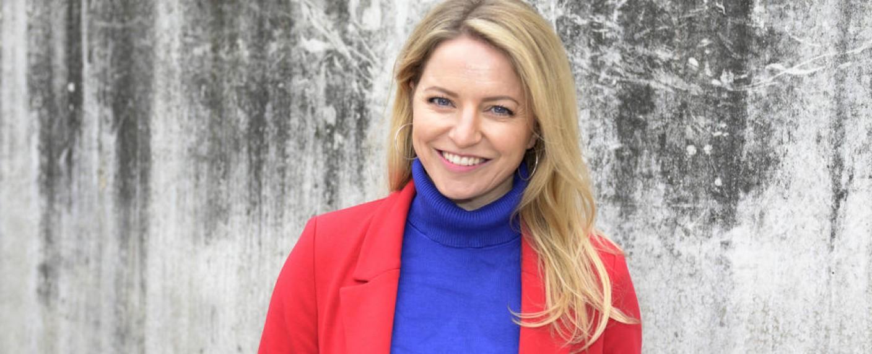 Diana Staehly spielt Melanie Evers – Bild: TVNOW/Rolf Baumgartner