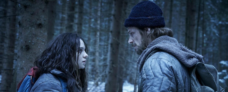 """""""Hanna"""" (Esmé Creed-Miles) und ihr Vater Erik (Joel Kinnaman) – Bild: Prime Video Deutschland"""