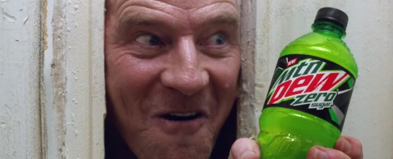 """Heeeere's…."" Mountain Dew Zero? Bryan Cranston in dem neuen Superbowl-Werbespot – Bild: YouTube/Screenshot"