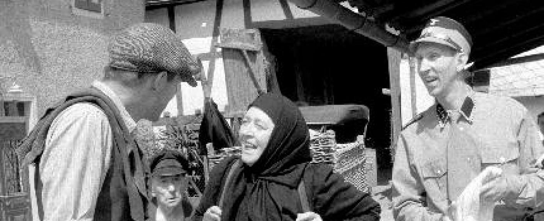 """""""Heimat"""": Glasisch Karl, Mutter Katharina Simon und Sohn Eduard vor der Familienschmiede – Bild: arte France / Edgar Reitz Filmproduktion München"""