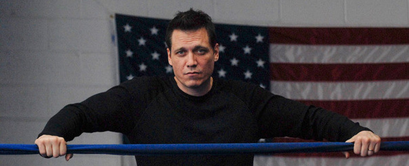 """Holt McCallany in der Boxserie """"Lights Out"""" – Bild: FX Productions"""