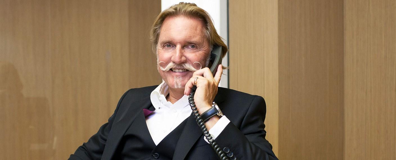 "Ingo Lenßen ist der ""Kultanwalt am Telefon"" – Bild: Sat.1 Gold/Stefan Hobmaier"