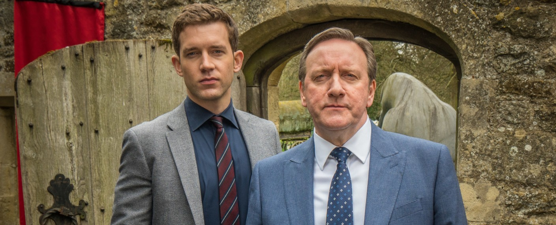 """Inspector Barnaby"": Jamie Winter (Nick Hendrix, l.) und John Barnaby (Neil Dudgeon, r.) – Bild: ZDF/Mark Bourdillon"
