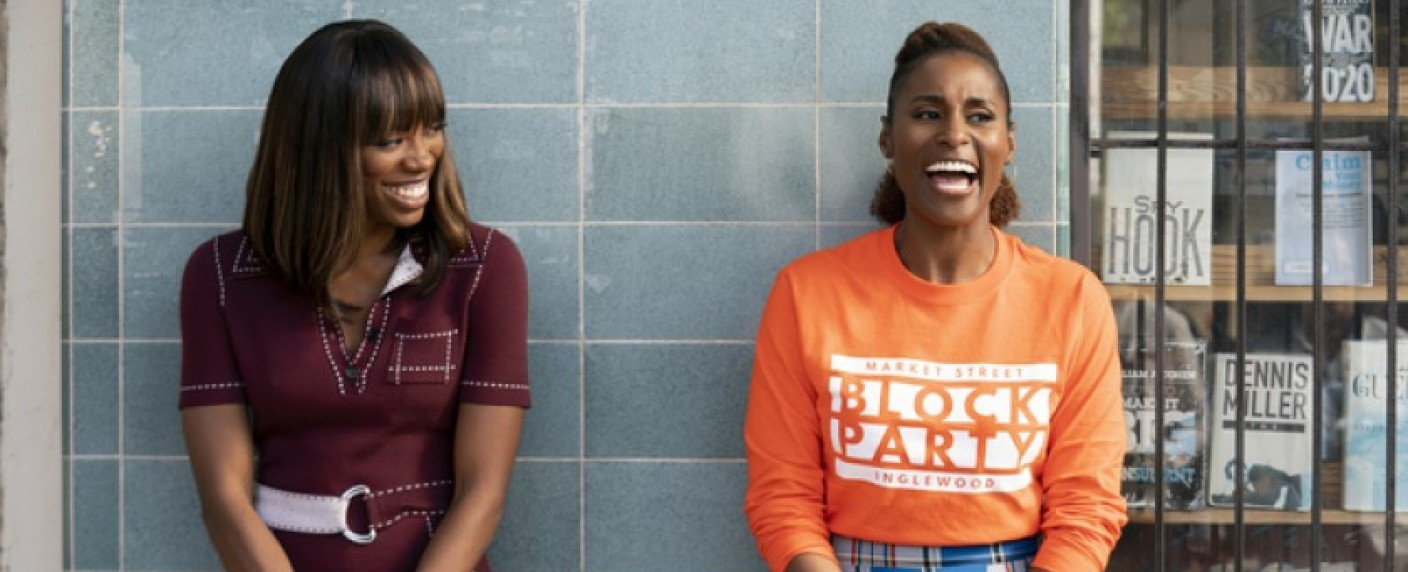 "Issa Rae (r.) und Yvonne Orji (l.) in ""Insecure"" – Bild: HBO"
