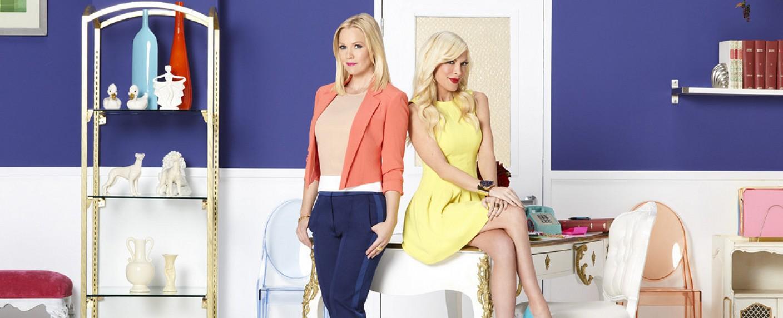 """Jennie Garth und Tori Spelling in """"Mystery Girls"""" – Bild: Freeform"""