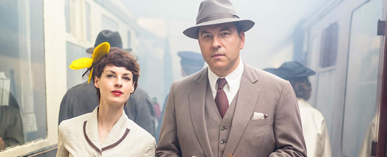 "Jessica Raine und David Walliams sind ""Partners in Crime"" – Bild: BBC"
