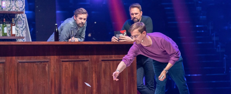 Joko (vorne) und Klaas (hinten links) verloren ihr vorerst letztes Duell gegen Haussender ProSieben. – Bild: ProSieben/Jens Hartmann