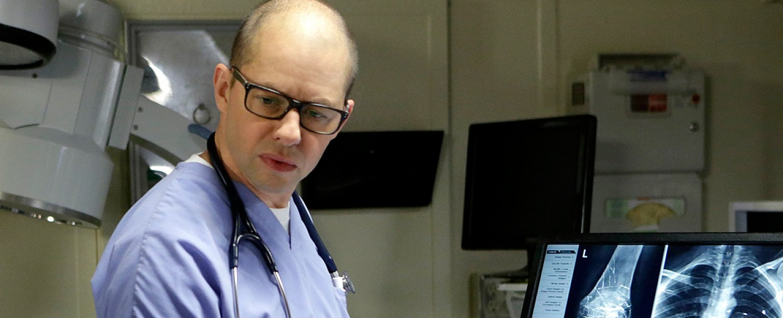 "Jon Cryer als Dr. Taft in ""Navy CIS"" – Bild: Sonja Flemming/CBS"