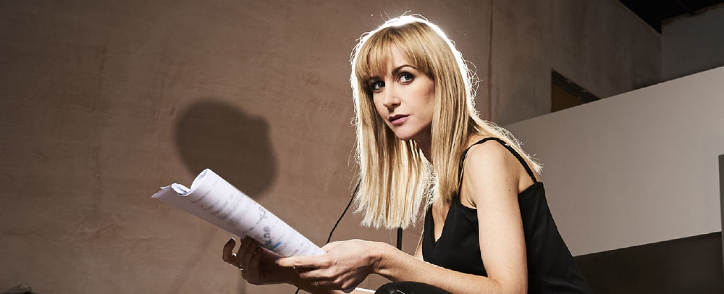 """Katherine Kelly als Miss Andrea Quill in """"Class"""" – Bild: BBC"""