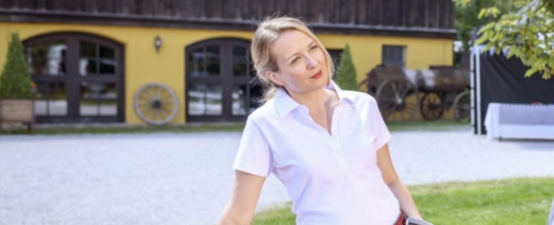 Katja Rosin als Selina von Thalheim – Bild: ARD/Christof Arnold