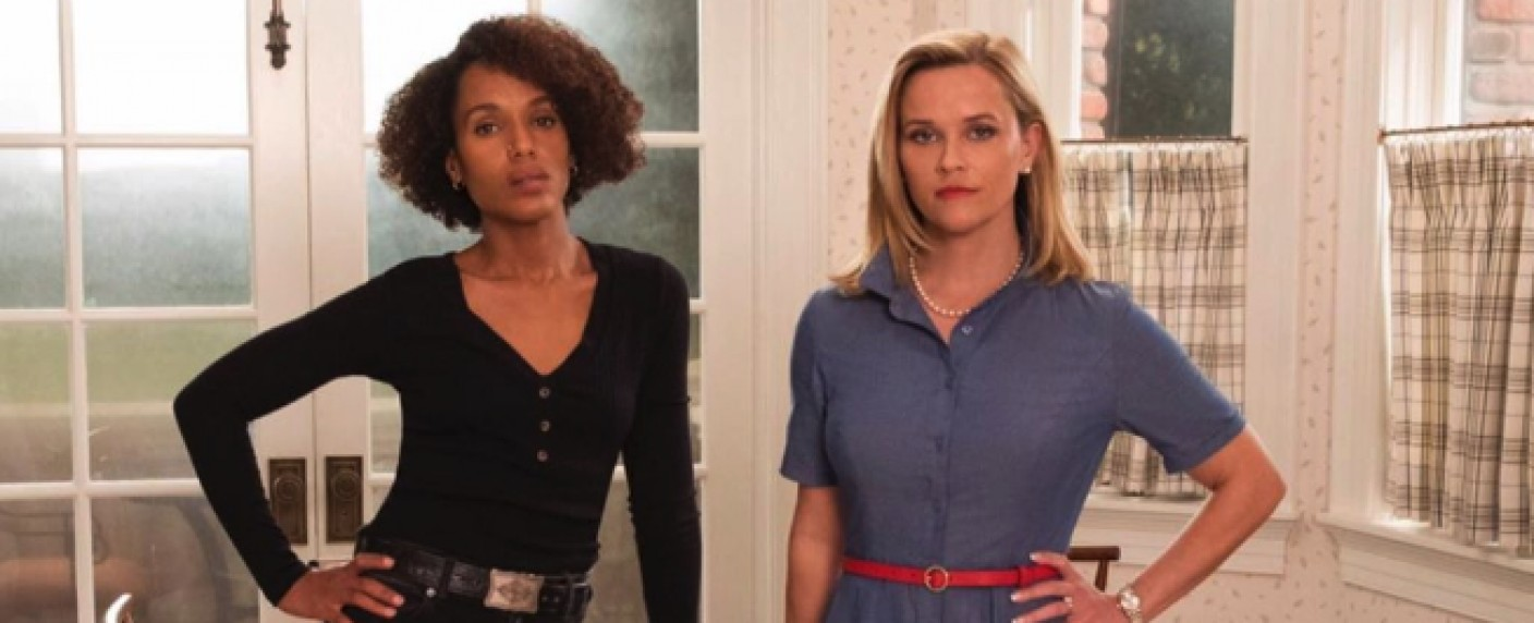 "Kerry Washington (l.) und Reese Witherspoon (r.) in ""Little Fires Everywhere"" – Bild: Hulu"