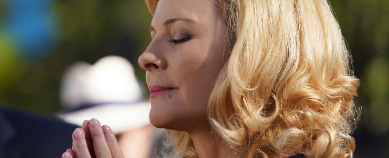 "Kim Cattrall in ""Filthy Rich"" – Bild: FOX"