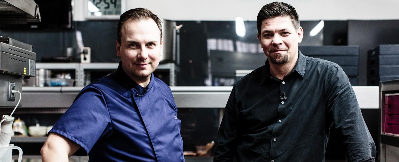 """Kitchen Impossible"": Tim Raue (l.) und Tim Mälzer (r.) – Bild: VOX/Nady El-Tounsy"