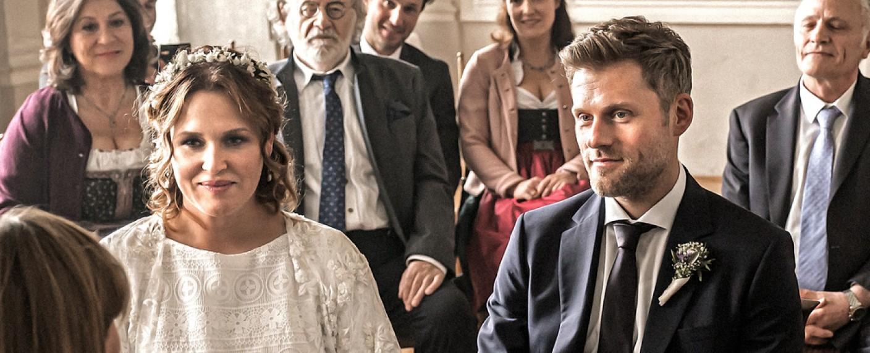 Lena Lorenz (Judith Hoersch) und Quirin Pankofer (Jens Atzorn) geben sich das Jawort – Bild: ZDF/Raymond Roemke