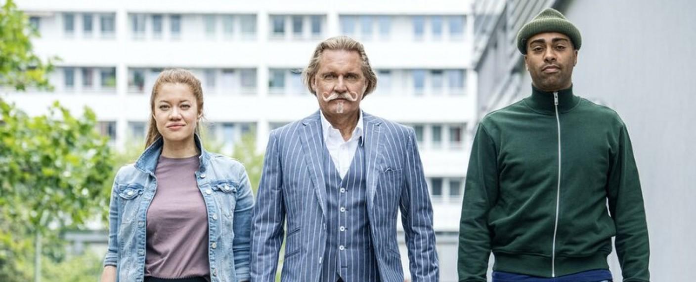 """""""Lenßen übernimmt"""": (v. l. n. r.) Sarah Grüner, Ingo Lenßen und John Davis – Bild: Sat.1/Claudius Pflug"""