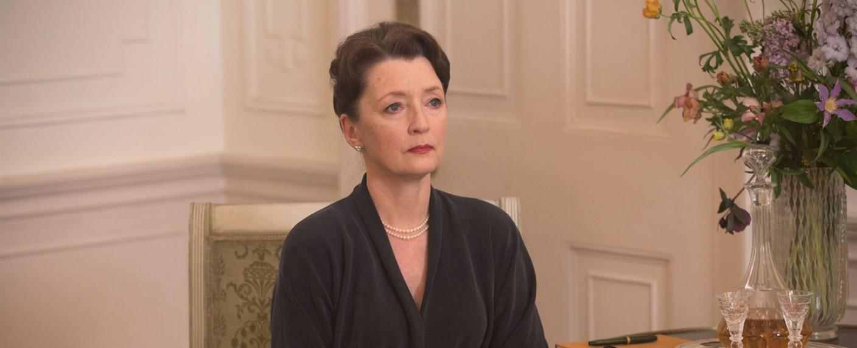 "Lesley Manville in ""Der seidene Faden"" – Bild: Universal Pictures"