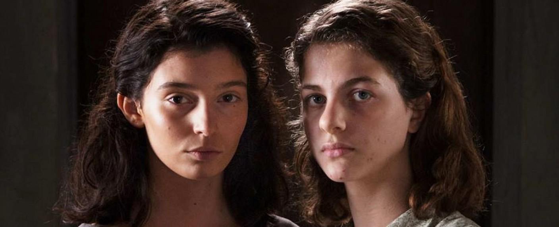"Raffaella ""Lila"" Cerullo (Gaia Girace) und Elena ""Lenù"" Greco (Margherita Mazzucco) in ""Meine geniale Freundin"" – Bild: RAI/HBO"