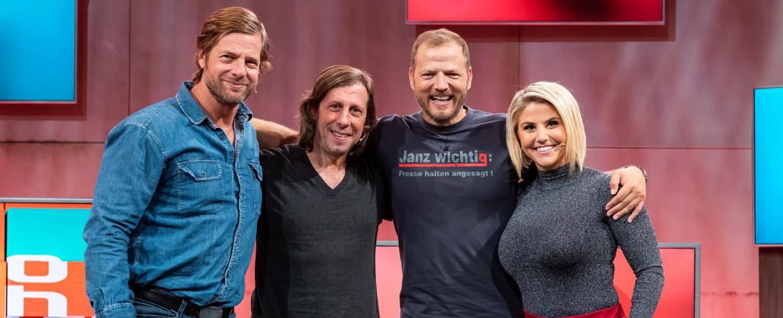 """Mario Barth räumt auf!"": (v.l.) Henning Baum, Oliver Korittke, Mario Barth, Beatrice Egli – Bild: TVNOW/Sebastian Drüen"