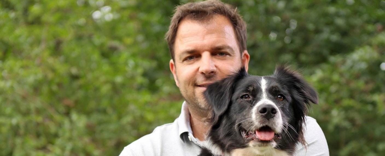 "Martin Rütter ist der ""Hundeprofi"" – Bild: VOX"