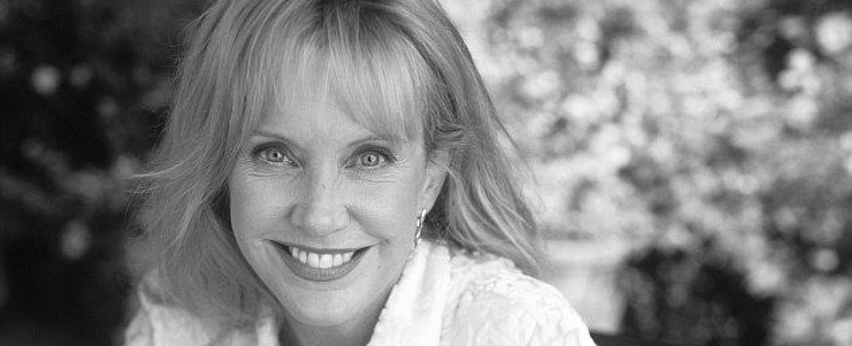 """Mary Ellen Trainor in einem Promofoto für die Serie """"Beziehungsweise"""" – Bild: ABC (1996)"""