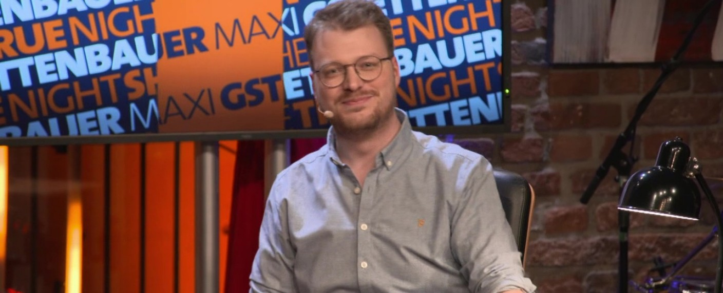 "Maxi Gstettenbauer moderiert die ""True Night Show"" – Bild: One/Screenshot"