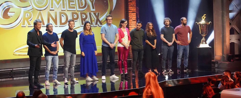 "Moderator Oliver Geissen (l.) mit den Kandidaten des ""RTL Comedy Grand Prix 2018"" – Bild: MG RTL D / Frank Dicks"