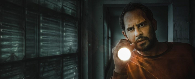 "Moritz Bleibtreu als Pierre Manzano in ""Blackout"" – Bild: Gordon A. Timpen / Joyn / SAT.1 / W&B"