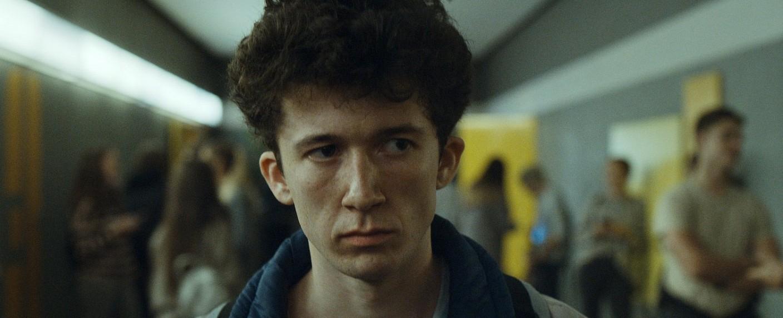 Moritz (Maximilian Mundt): Ein Außenseiter mit gebrochenem Herzen – Bild: Netflix