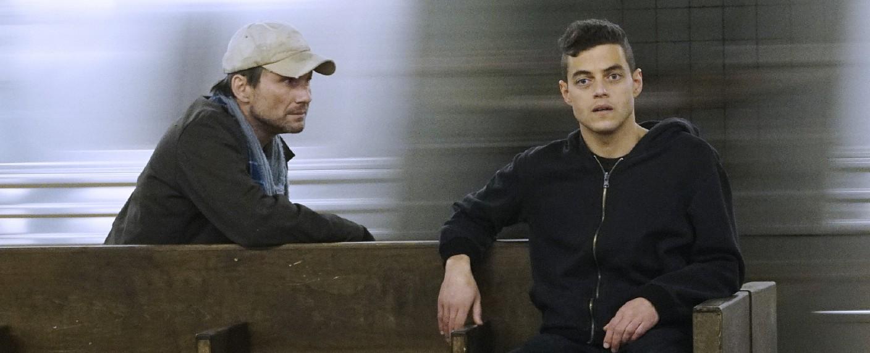 """""""Mr. Robot"""": Programmierer Elliot (Rami Malek, r.) und der Anführer der Hackergruppe (Christian Slater) – Bild: NBC Universal/RTL Crime"""
